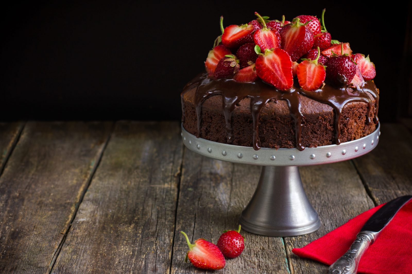 chocolate cake w strawberries